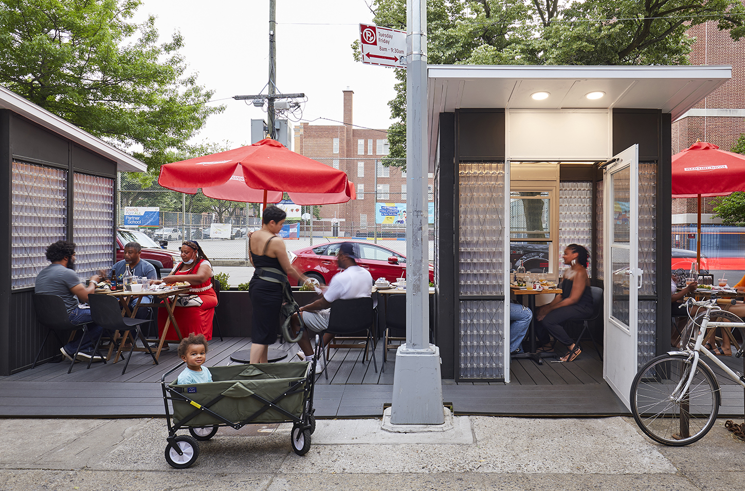 an outdoor dining setup at Peaches Kitchen and Bar in Brooklyn
