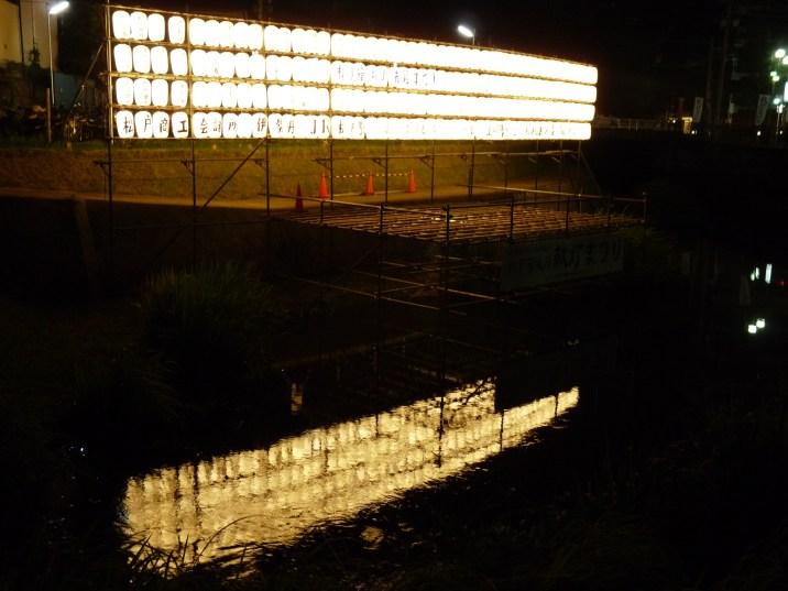 松戸 伊勢丹そばにある坂川の提灯ステージ(2)