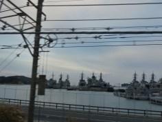 横須賀駅を出てすぐの車窓