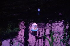 夕焼け空が映る川面