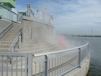 噴水施設:花嫁舟運行中は関係者以外立ち入り禁止です。