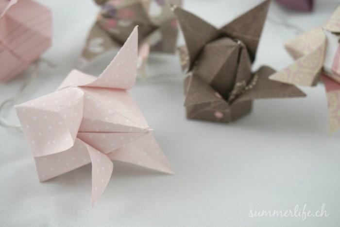 Lichterkette aus Origami Tulpen