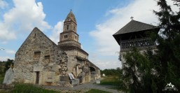 biserica si clopotnita