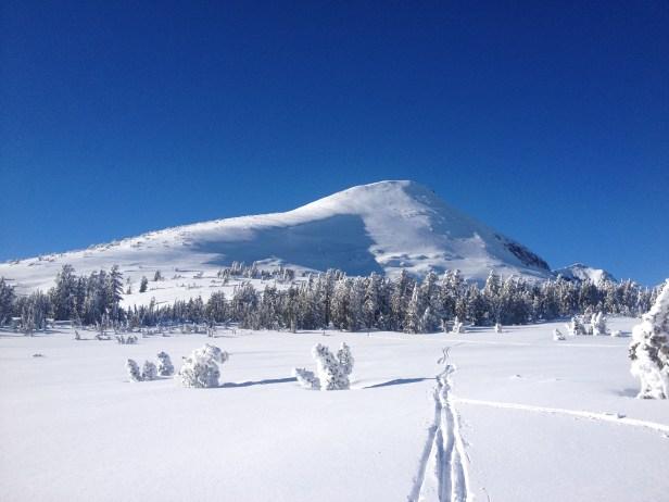 Tracks leading to Pyramid Peak