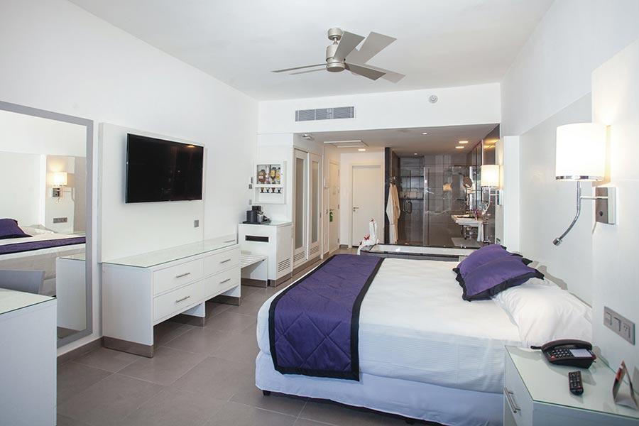 room-suite-riu-palace-macao-4_tcm55-229606