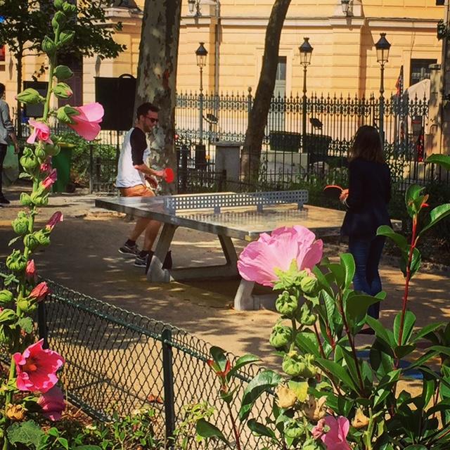Paris pocket park with pingpong amenity.
