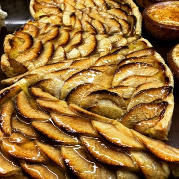 Classic French - tarte aux pommes.
