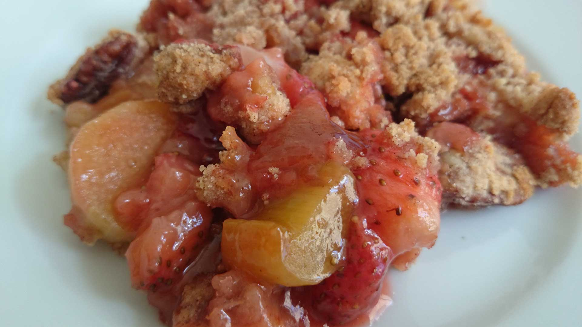 Sugar-free rhubarb strawberry crumble