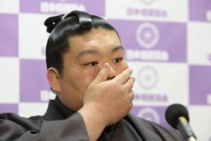Hokutoriki durante la rueda de prensa