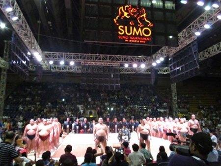 La caravana del sumo planea realizar una exhibición en Qatar (Foto: Sponichi.com)