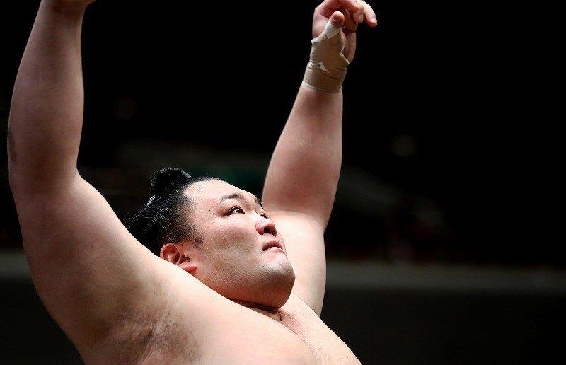 Natsu 2019, día 11 - Asanoyama aprovecha la debacle de los favoritos
