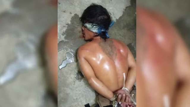 DISERAHKAN: Tersangka T alias Ongap diikat dan matanya ditutup sebelum diserahkan kepada polisi.  Ist/posmetro