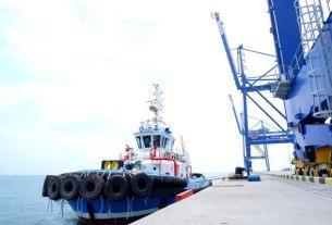 SANDAR: Kapal Tunda (KT) Hang Tuah VIII buatan PT Citra Shipyard Batam saat bersandar di pelabuhan Kualatanjung. fachril/Sumut pos.