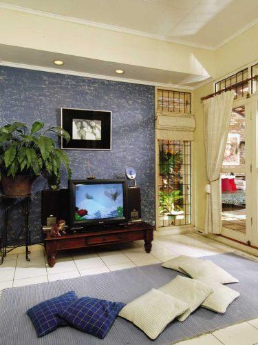 Desain Ruang Tamu Minimalis Dengan Kursi Kayu