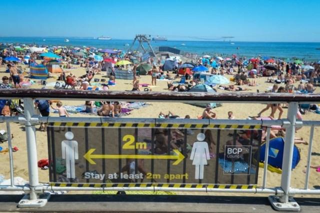 33 тонны мусора на пляже Борнмута