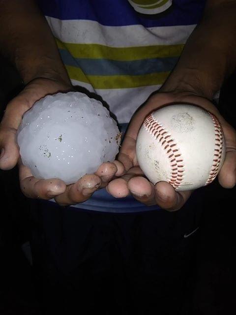 Град с бейсбольный мяч в Техасе, США. 11 апреля 2020