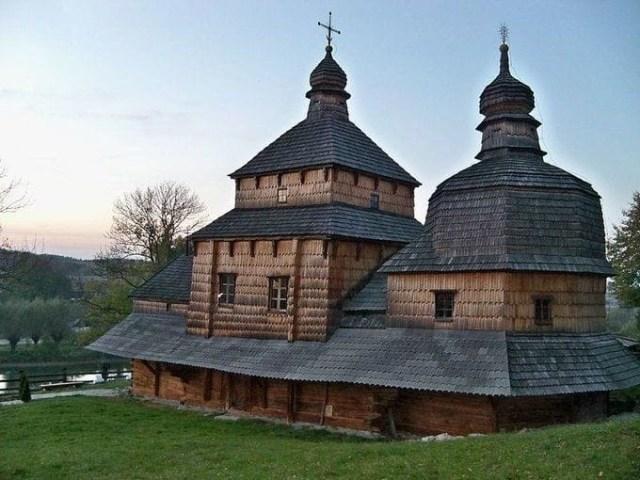 Деревянная церковь Святого Духа в селе Потелич на Львовщине, построена в 1502 году. Всемирное наследие ЮНЕСКО