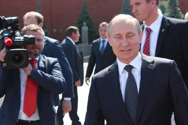 Путину - нобелевку