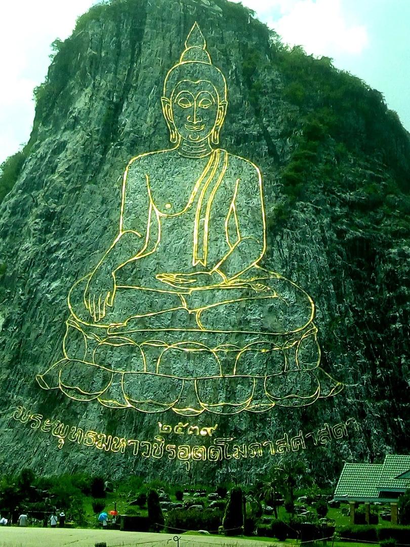 Наскальный золотой Будда в Паттайе