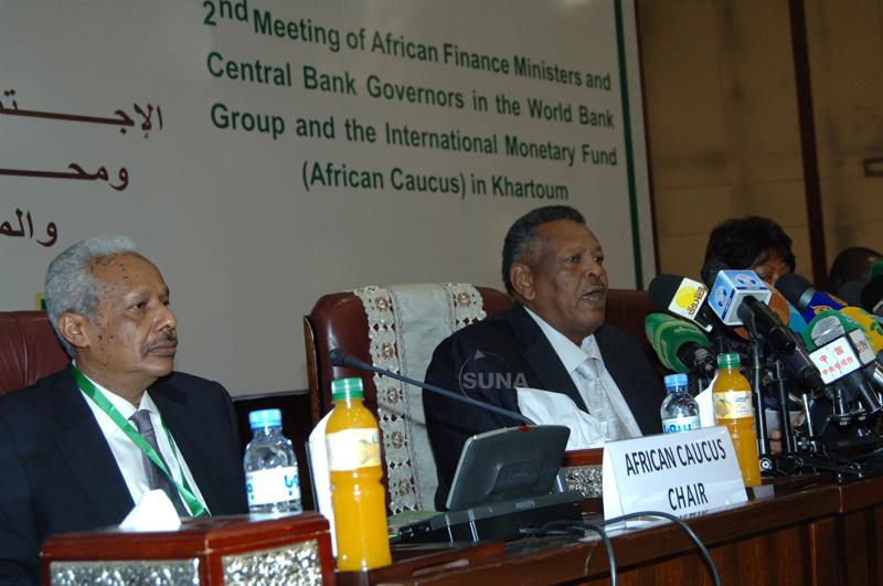 الاجتماع الثاني لوزراء المالية ومحافظي البنوك المركزية في مجموعة البنك الدولي وصندوق النقد الدولي (المجموعة الأفريقية) في الخرطوم - أغسطس 2013 من موقع سونا