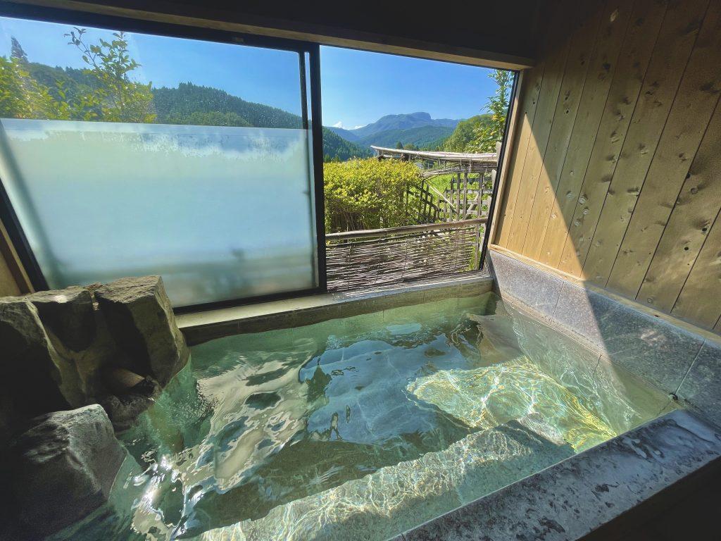 【九重町 四季彩の湯】この家族湯が1000円!?最高の満足度の温泉・家族湯に入れる山間秘湯♨