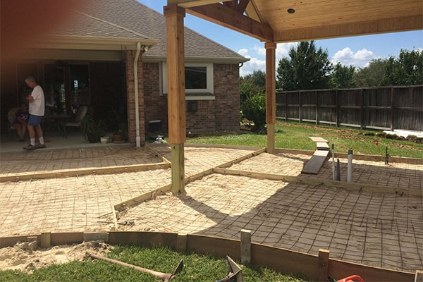 swimming-pool-construction-process-deck