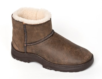 Flurry boot with removable orthopedic foam insole