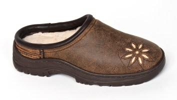 Skiff sheepskin shoe with removable orthopedic foam insole