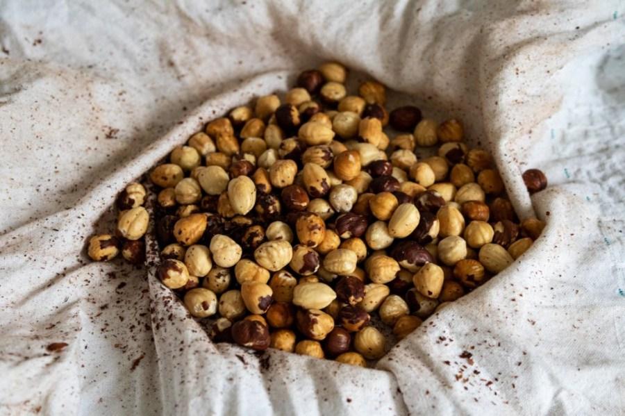 Peeling skin from hazelnuts
