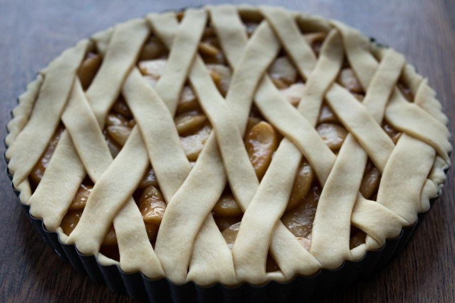 Lattice top apple tart