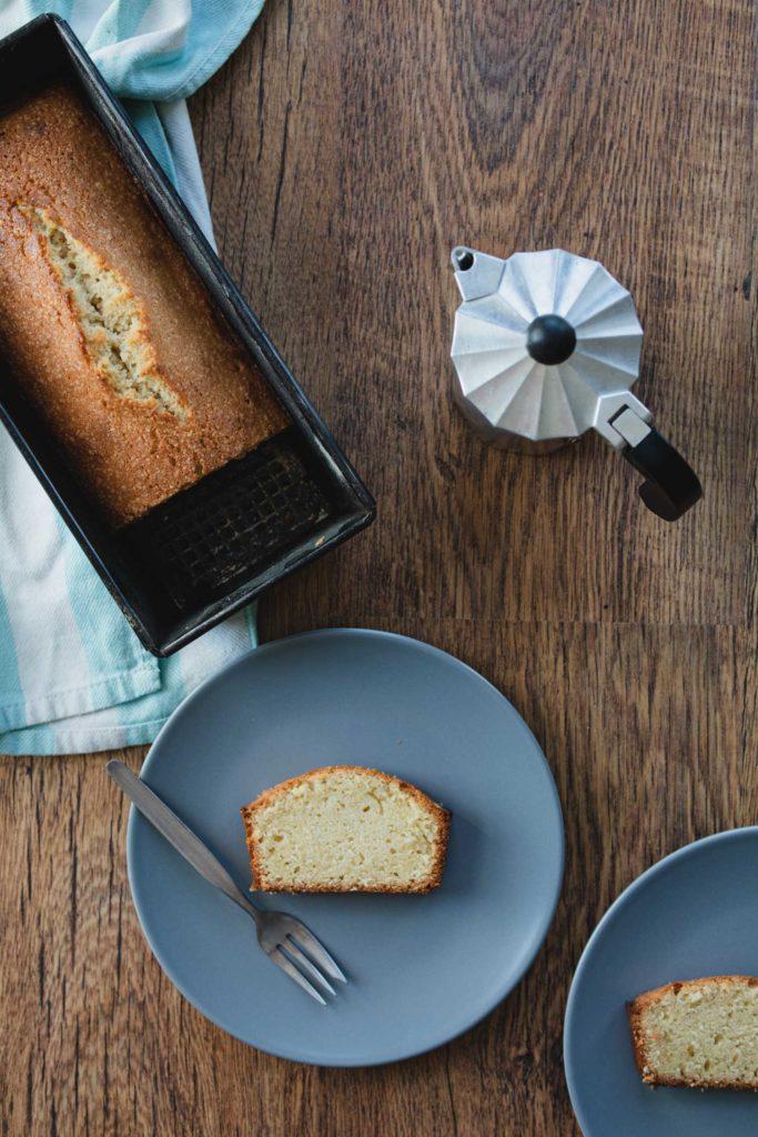 slices of quatre-quarts cake