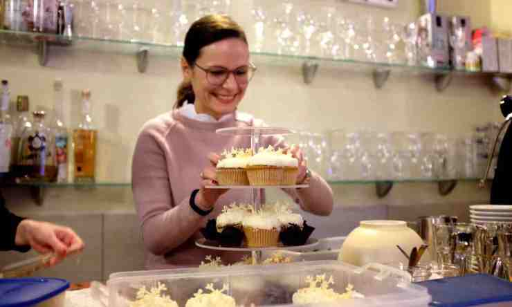 Diana mit Cupcakes