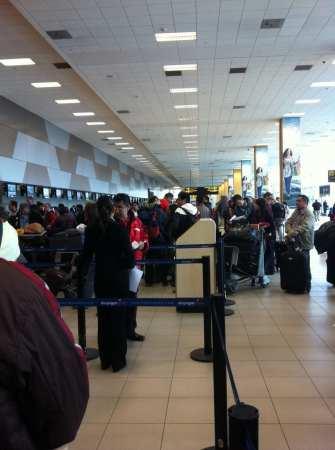 Como é voar de TACA - Check in em Lima
