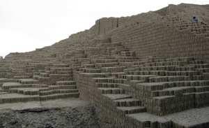 sitios arqueológicos de lima: Huaca Pucllana - restaurada