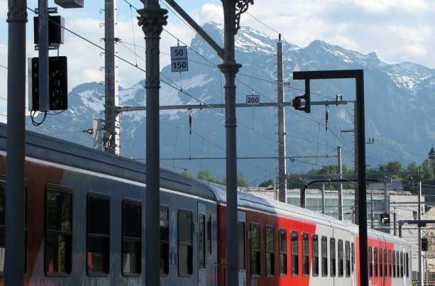 Como comprar o Bayern Ticket - Estação de Salzburg com os Alpes ao fundo