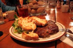 La Reata Ranch - Bife e torradas com queijo