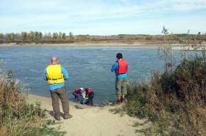CanoeSki - Colocando a canoa no rio