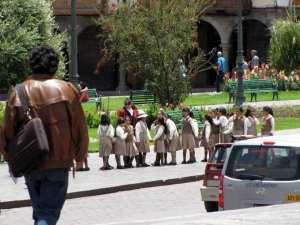 Cenas de Cusco - Voltando da escolinha