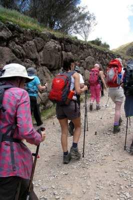 Valle Sagrado - Tambomachay - grupo que ia fazer a trilha até o lago