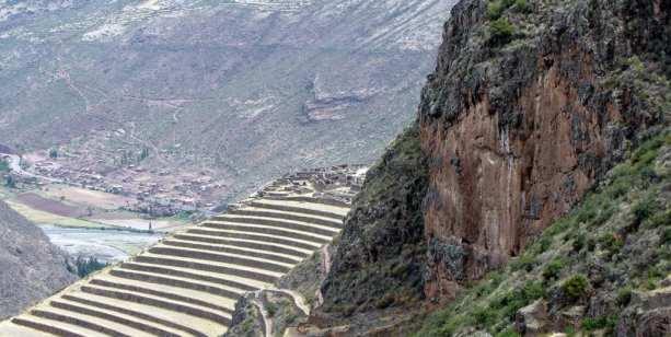 Valle Sagrado - Pisac - mais ruínas vistas ao longe