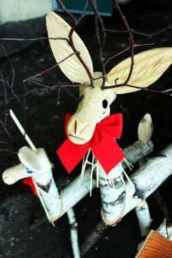 Natal e ano novo na neve de Montreal - rena de madeira