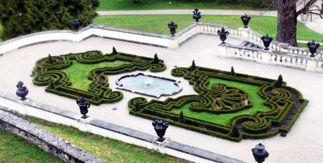 Castelos da Alemanha - Outra vista dos jardins do Linderhof
