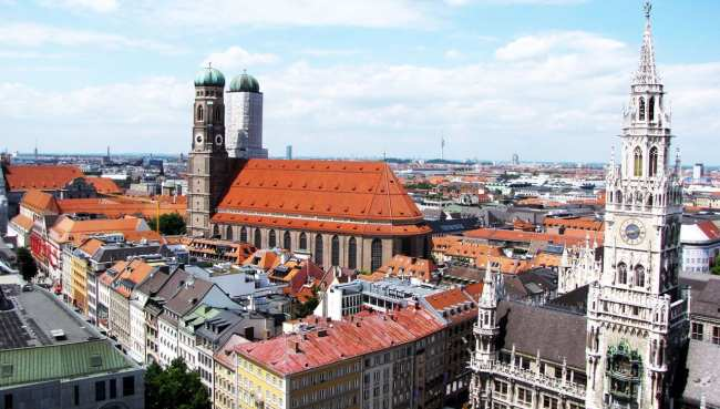 Centro histórico de Munique - Vista da Frauenkirche a partir da St. Peter Church