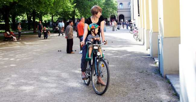 Centro histórico de Munique - Mão e filho no Hofgarten