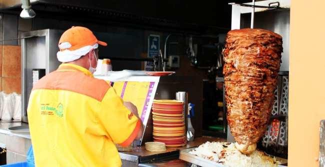 Restaurantes na Cidade do México - El Huequito: Preparando o Taco Al Pastor