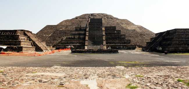 Teotihuacán - Templo da Lua visto de frente