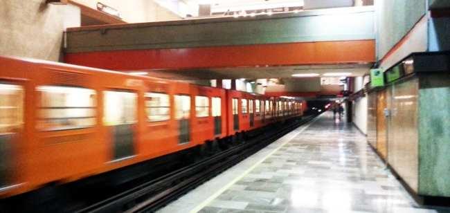 Como usar o metrô da Cidade do México - estação vazia