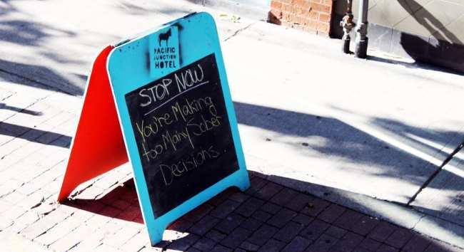 O que fazer em Toronto - Placa em frente ao bar