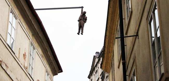 Cenas de Praga - Freud, desce já daí mininu!