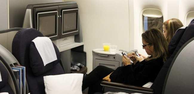 Como é voar na Classe Executiva da United Airlines -  Poltronas de costas para a frente do avião